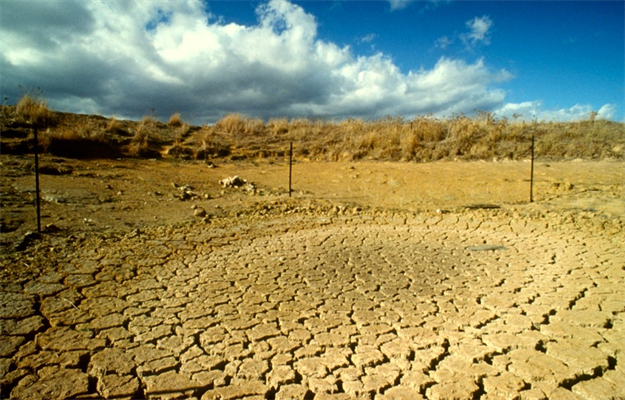 Dry dam in drought.jpg