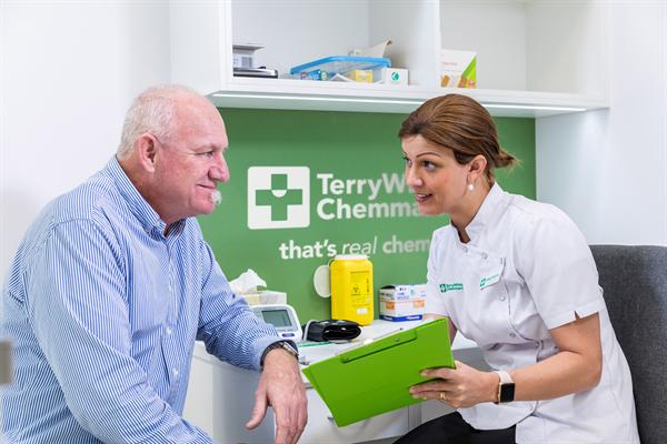 TWCM pharmacist and customer_190516.jpg
